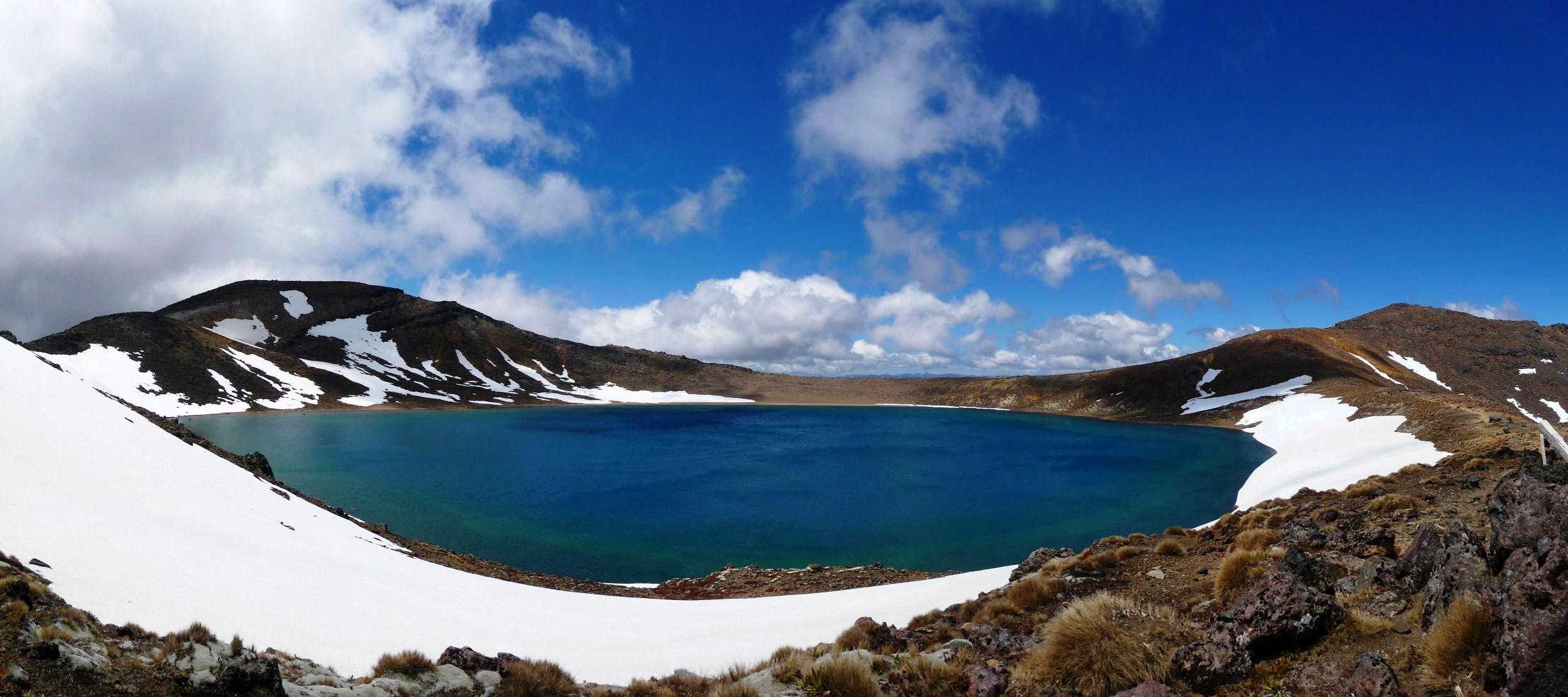 The Tongariro Alpine Crossing | The Missing Year
